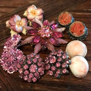 Lot of vintage pink theme earrings and brooch